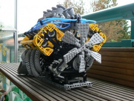 Moteur V8 en Lego