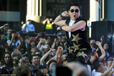Psy en plein concert à Sydney. La vidéo de son clip Gangnam Style à été la vidéo la plus vue de l'année sur internet.