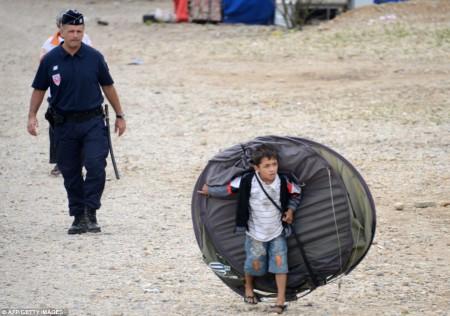 Un enfant Rome expulsé par la police française