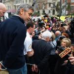 George Clooney et son père arrêtés pour avoir manifester contre le respect des droits de l'homme du gouvernement soudanais