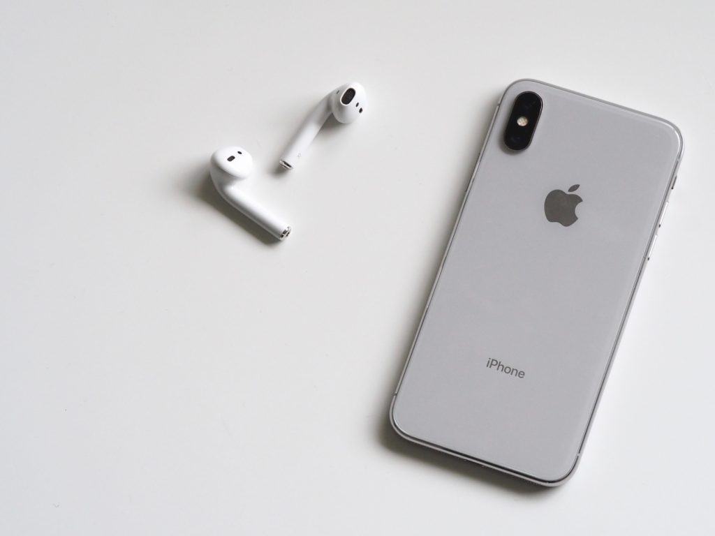 Apple AirPods et iPhone X