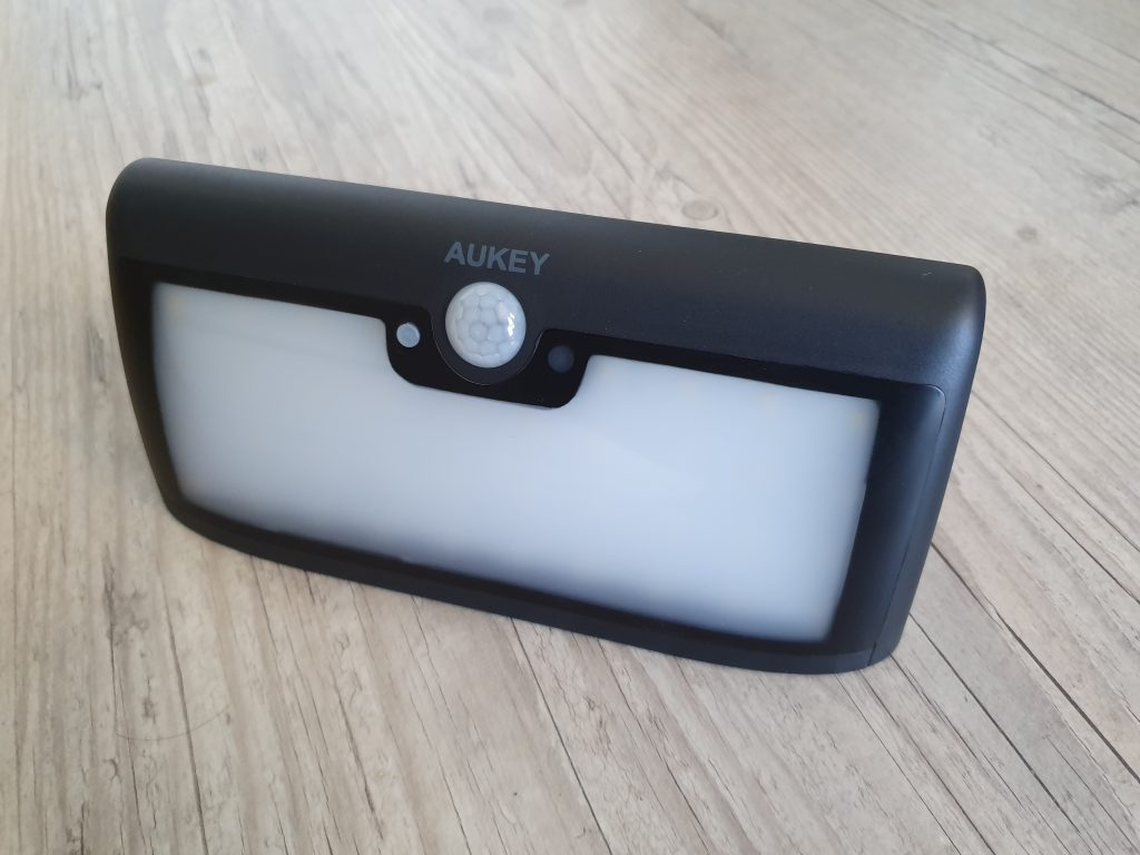 Lampe solaire Aukey LT-W6